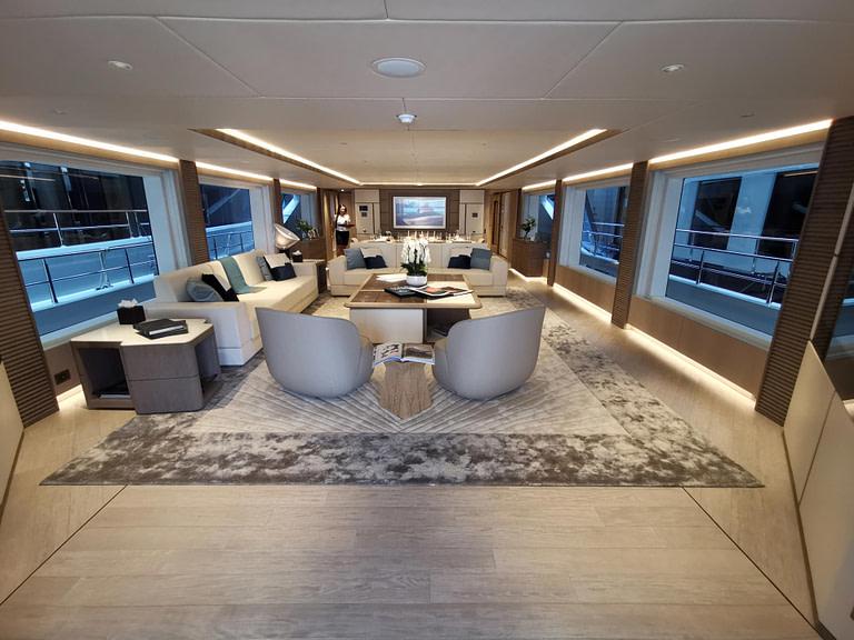 majesty-140-main-deck-2