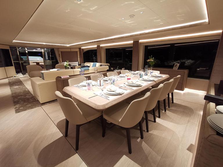 majesty-140-main-deck-3