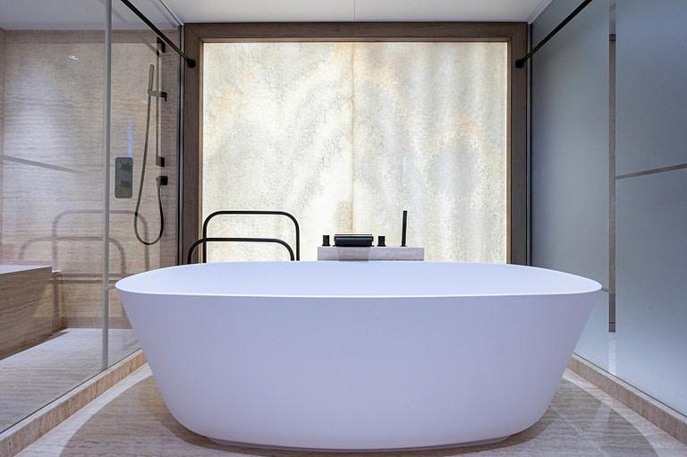 gulf craft majesty 140 price Main deck master suite bathtub