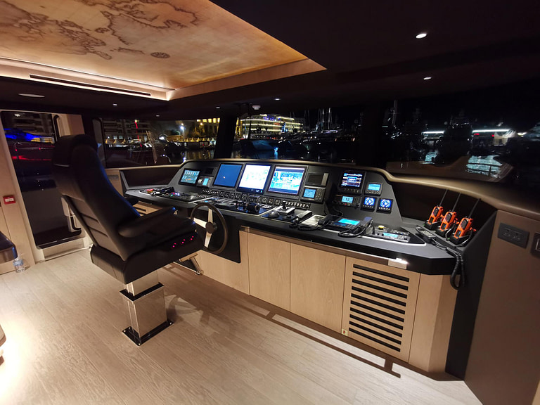 gulf craft majesty 140 bridge cockpit navigation